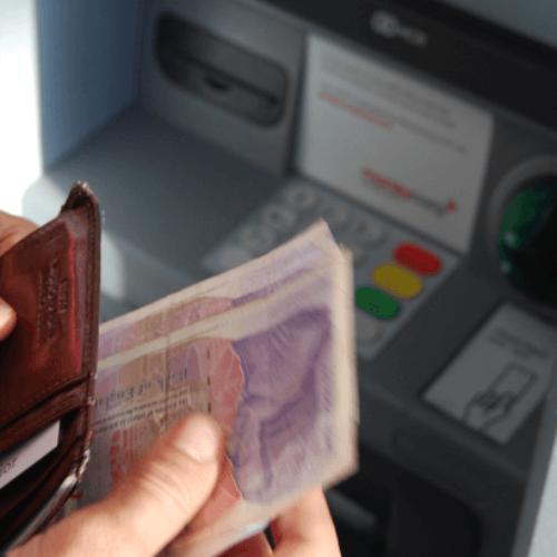 Sukčiai pasisavino pinigus iš jūsų sąskaitos – ar bankas juos grąžins?